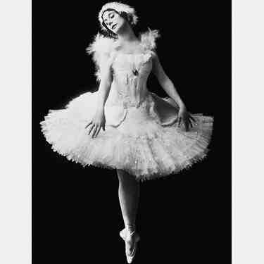Quel est le nom de la danseuse Etoile?