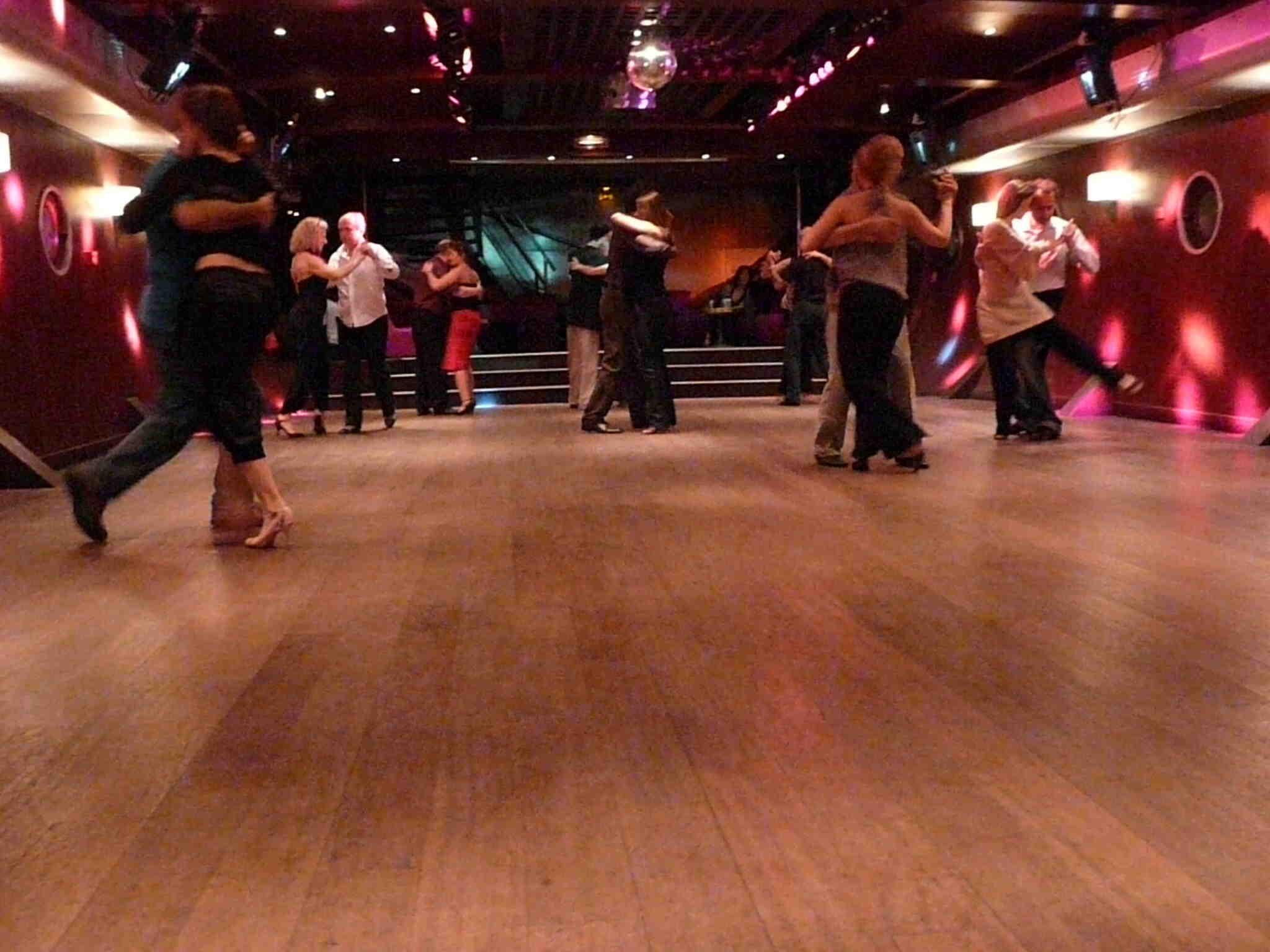 Comment danser sans rester coincé?