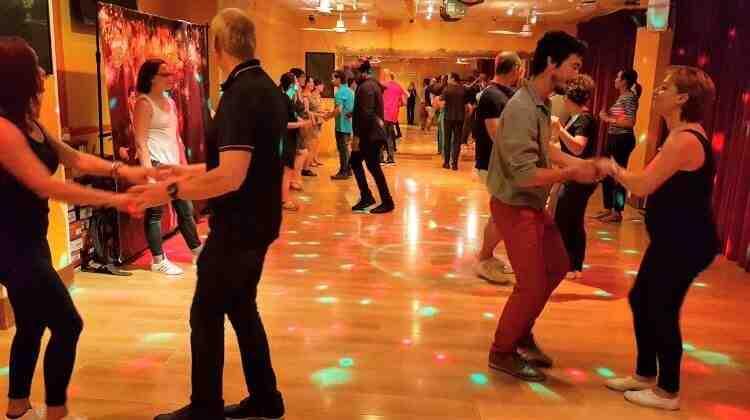 Comment danser en public ?